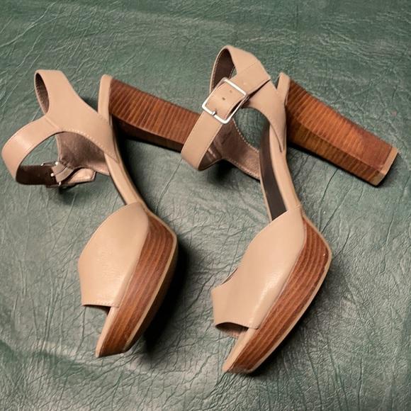 Moda Tan heels